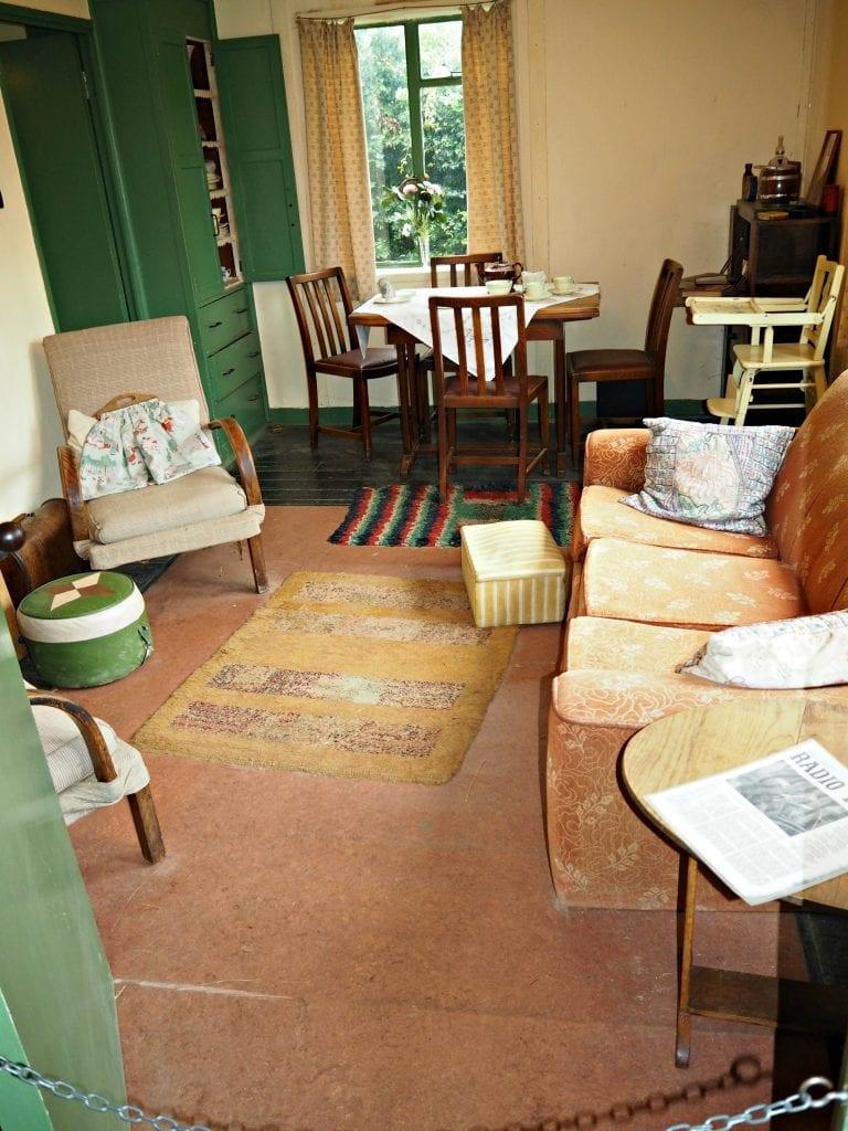 COAM-review-1940s-living-room
