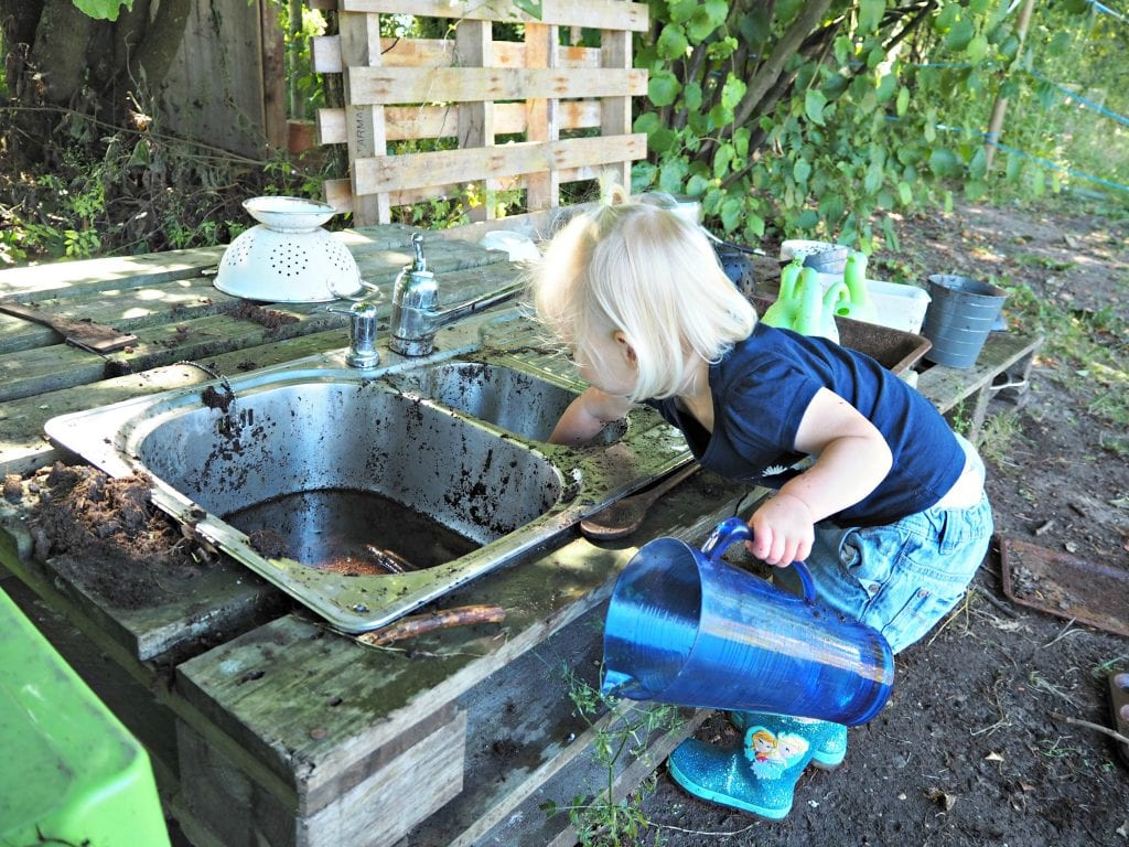 little-muddy-boots-review-mud-kitchen