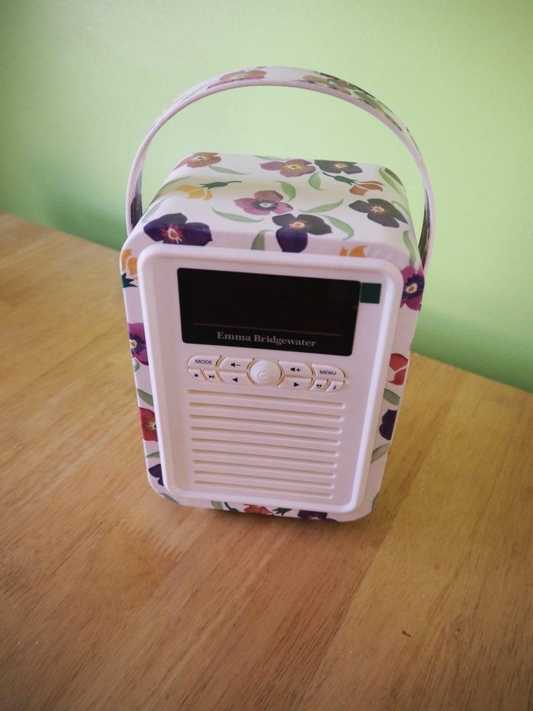 My-VQ-retro mini-radio-close-up