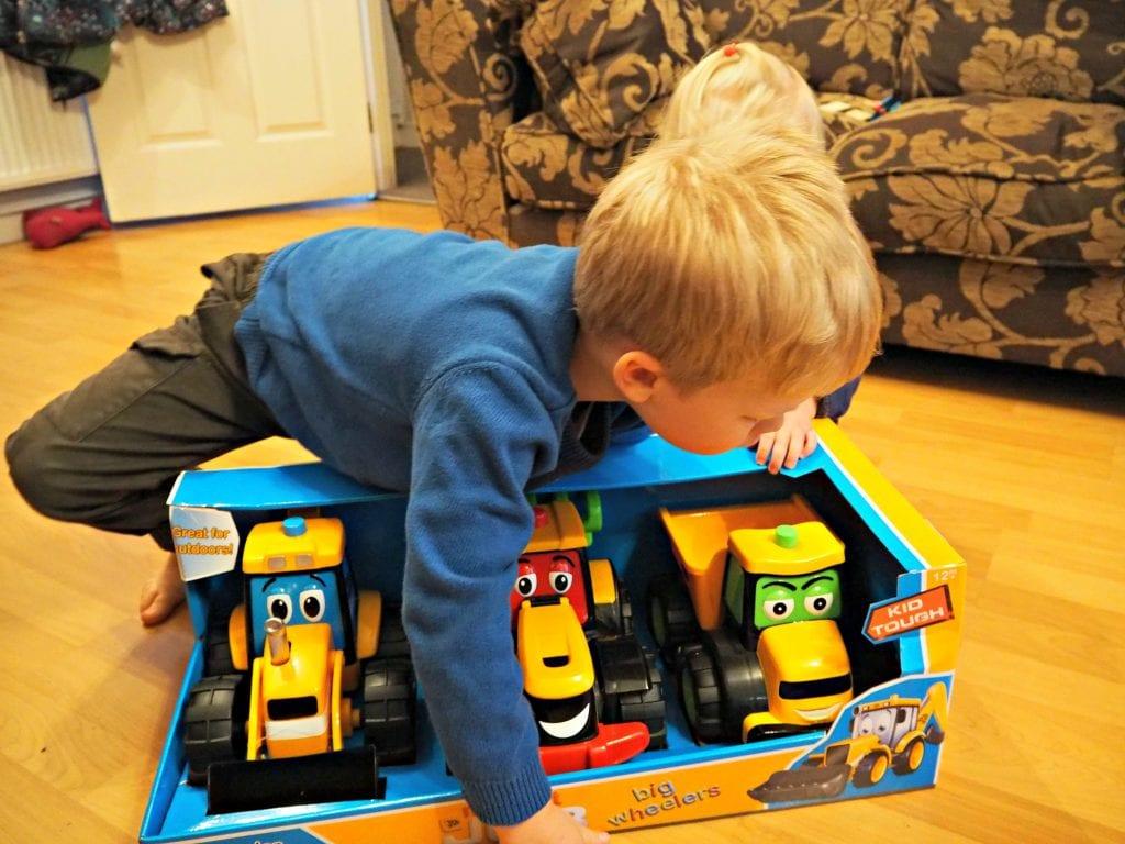 JCB-Kids-Nov-unboxing-3