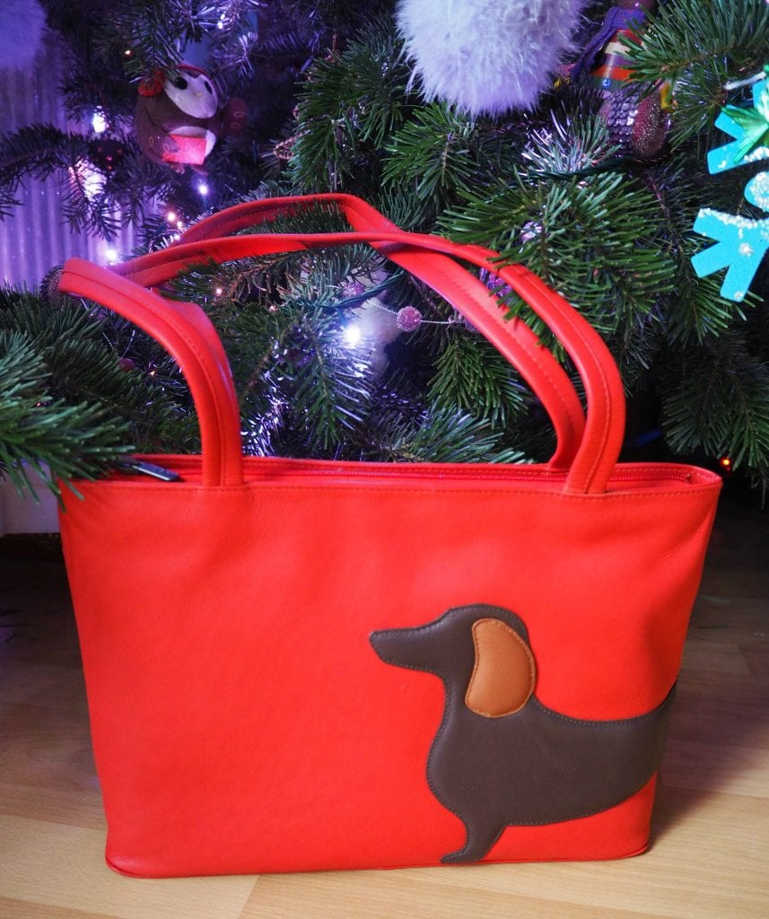 Yoshi Dottie bag under the tree