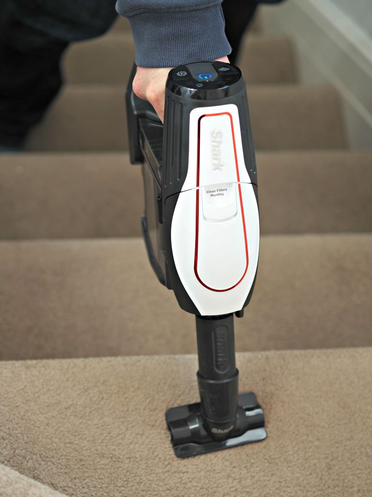 Shark Cordless Duo Clean IF250UK Vacuum Cleaner - cleaning the stairs 2