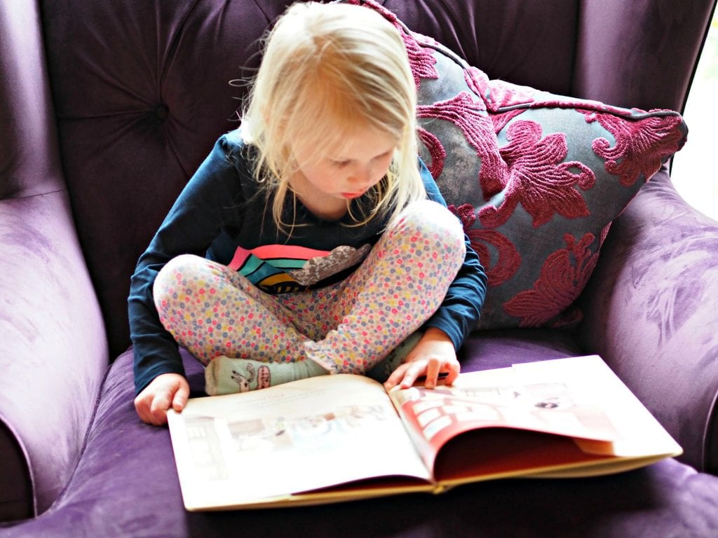 CHILDREN'S BOOK REVIEW She Persisted Around the World - Aria reading