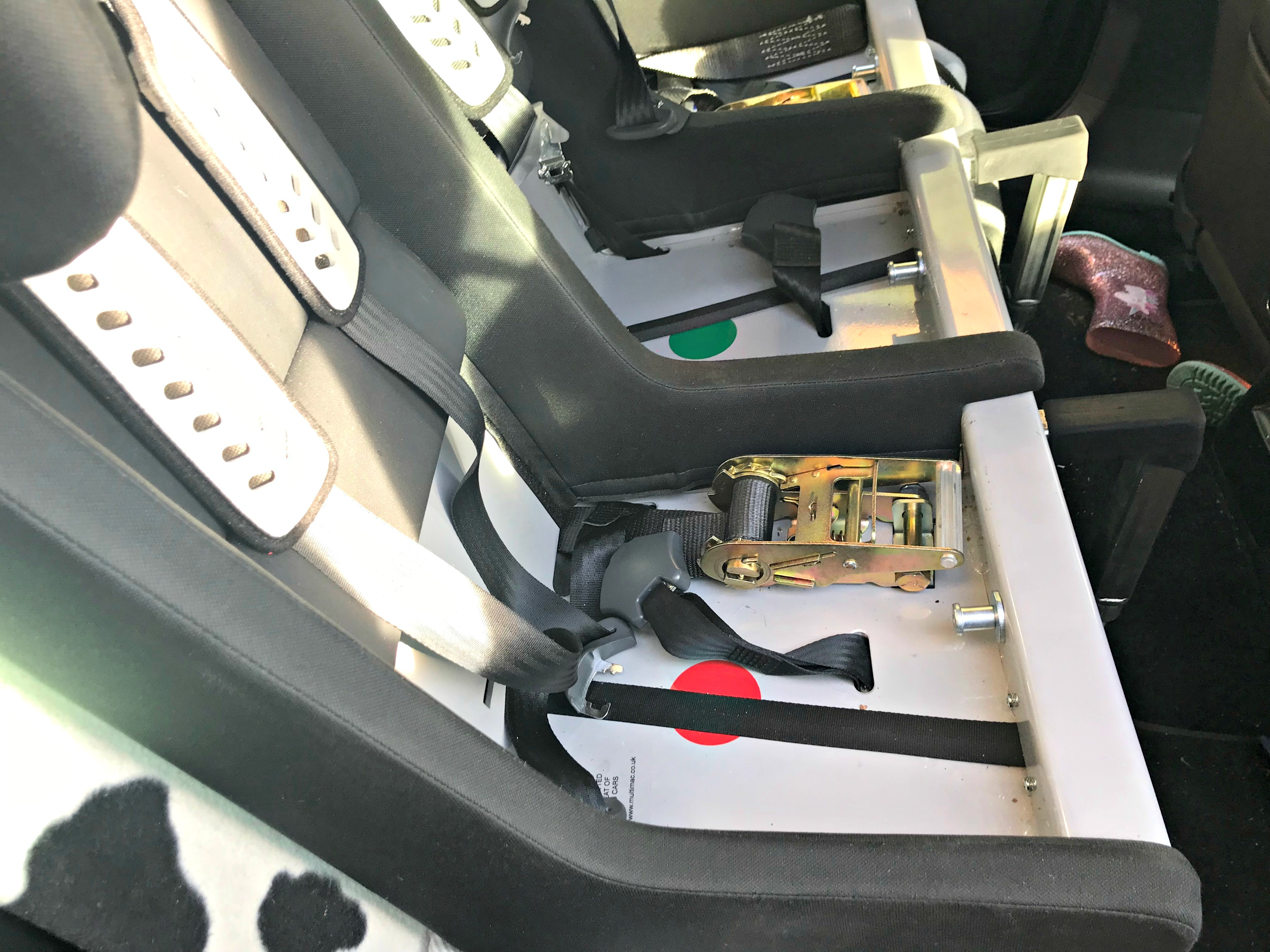 BEN'S ZONE How to Fit a Multimac Carseat - tethers and legs