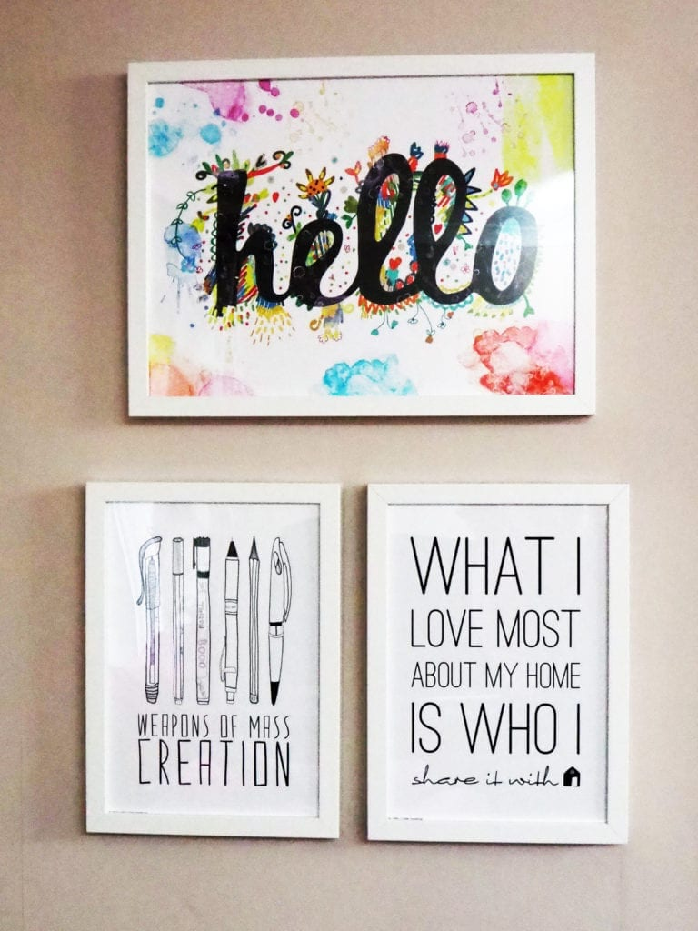 Lounge photo wall positive quotes