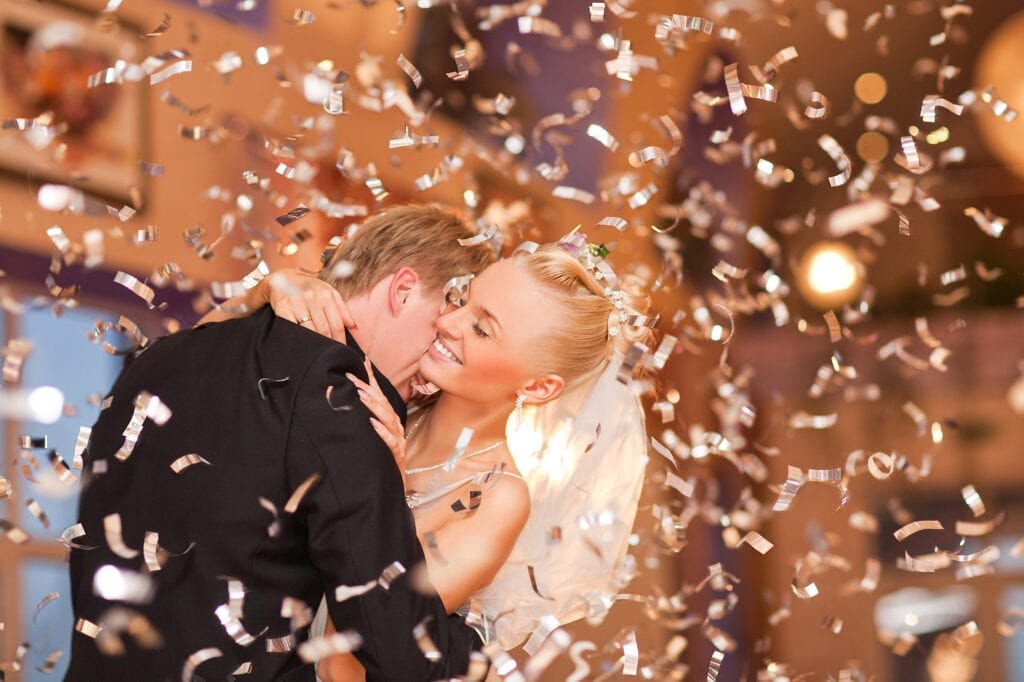 Wedding Dilemma: Is It Better to Have a Band or DJ at a Wedding?