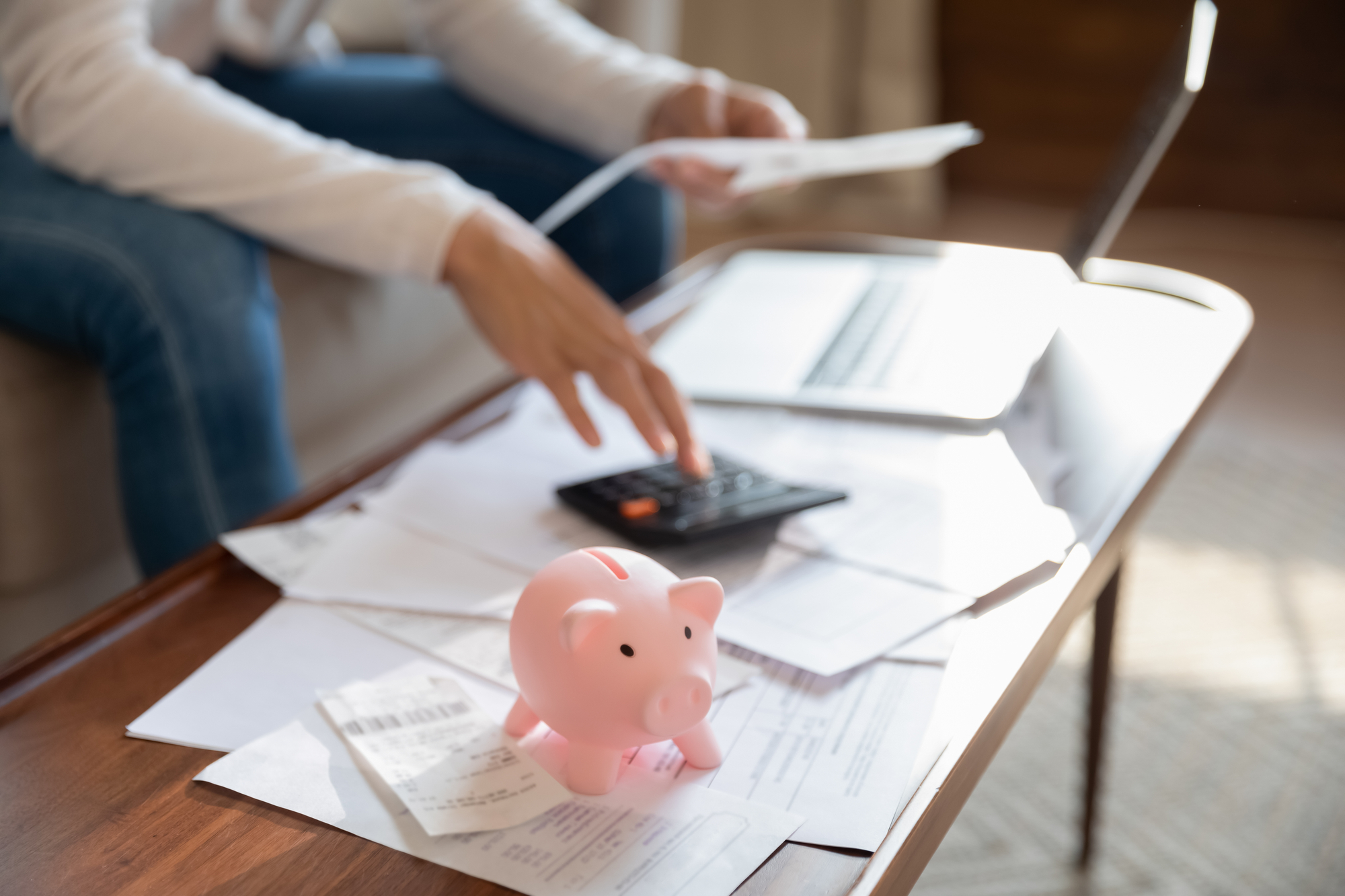 7 Easy Ways To Save Money On Household Expenses