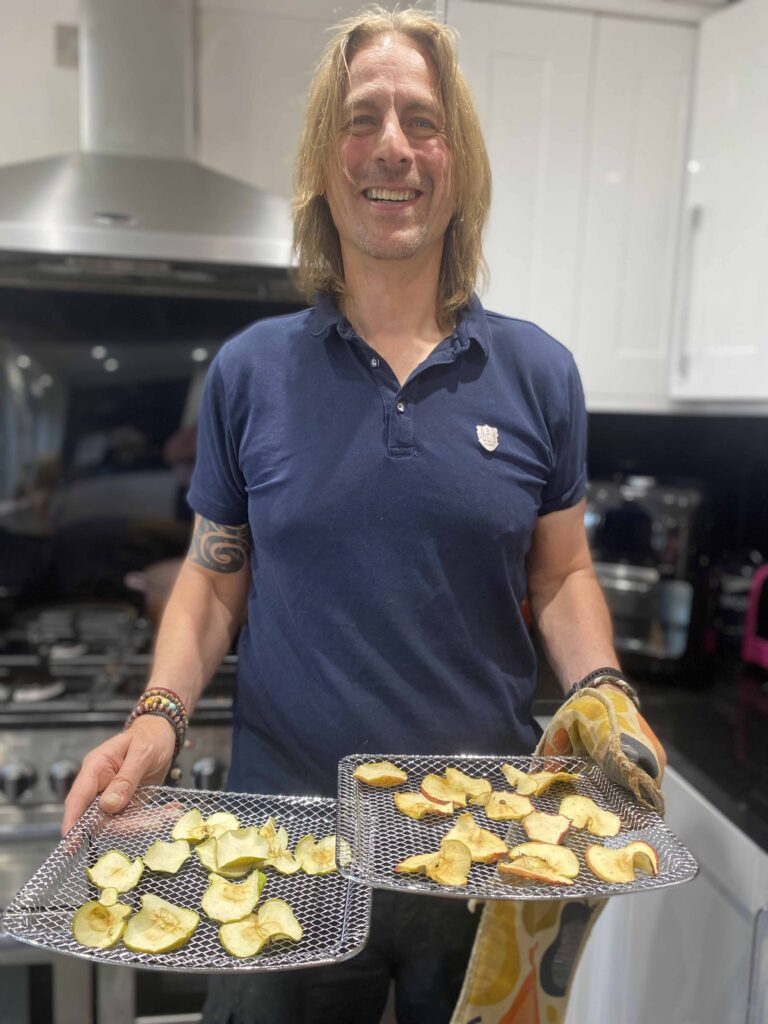 Apple crisps in the BENS ZONE Innoteck Kitchen Pro 6 In 1 Air Fryer